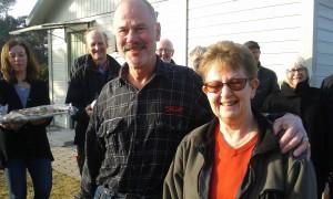 Torbjörn Södergren och Eva Olander hälsades välkomna 28 januari 2017 av grannarna.