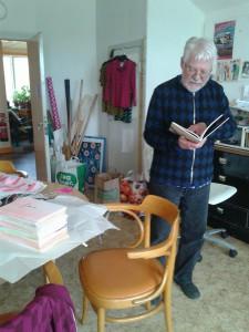 Björner Torsson med den nya boken.