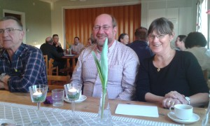 Stig Hansson från Öja och Vamlingbo sockenförenings ordförande Anita Sjöberg i Väte
